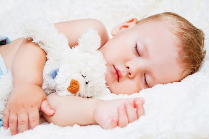 Beruehrungen-die-stark-machen_Babymassage_