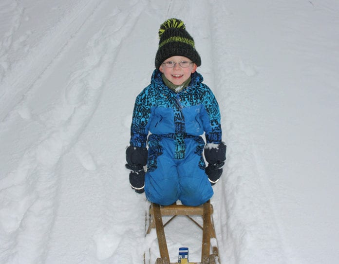 Blomberg_Winter_Kinder_Rodeln_Schnee