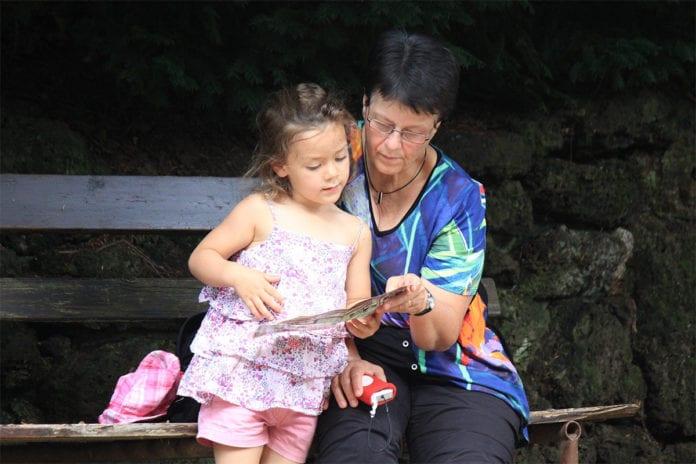 Kinder_brauchen_Oma_und_Opa